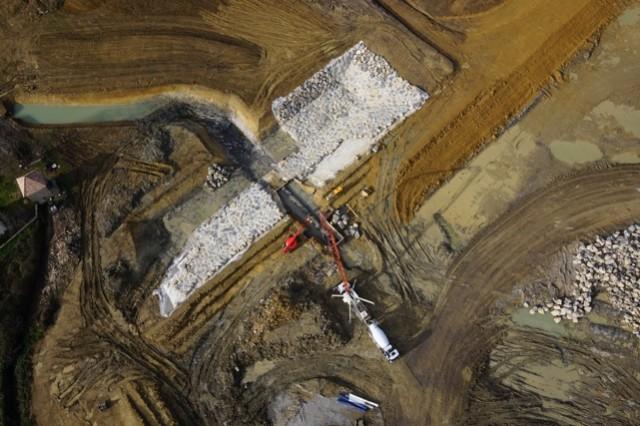 Création de la fosse de dissipation du barrage